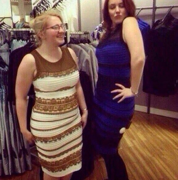 Платье бело желтое или черно синее