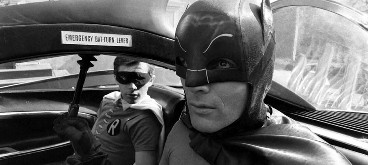 В Лос-Анджелесе включили Бэт-сигнал в память Адама Уэста