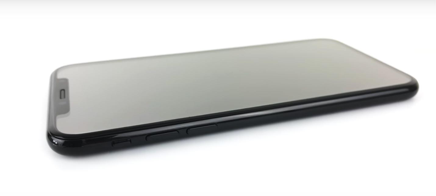 Взгляд на iPhone 8 со всех сторон