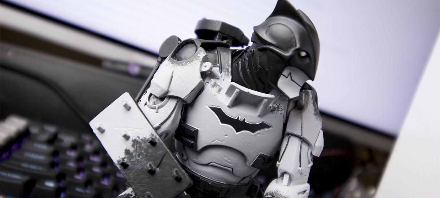 Робот-Бэтмен на роликовых коньках и с миниганом