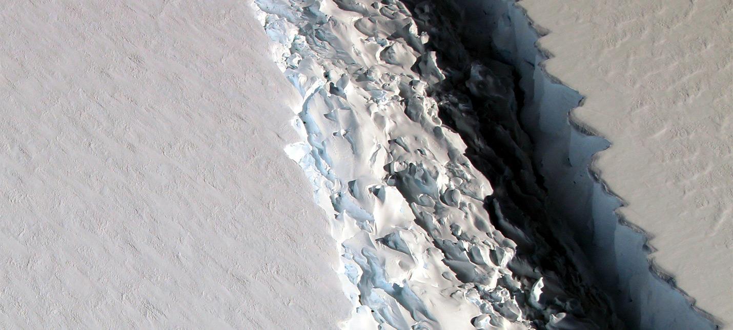 От Антарктиды оторвался айсберг на триллион тонн