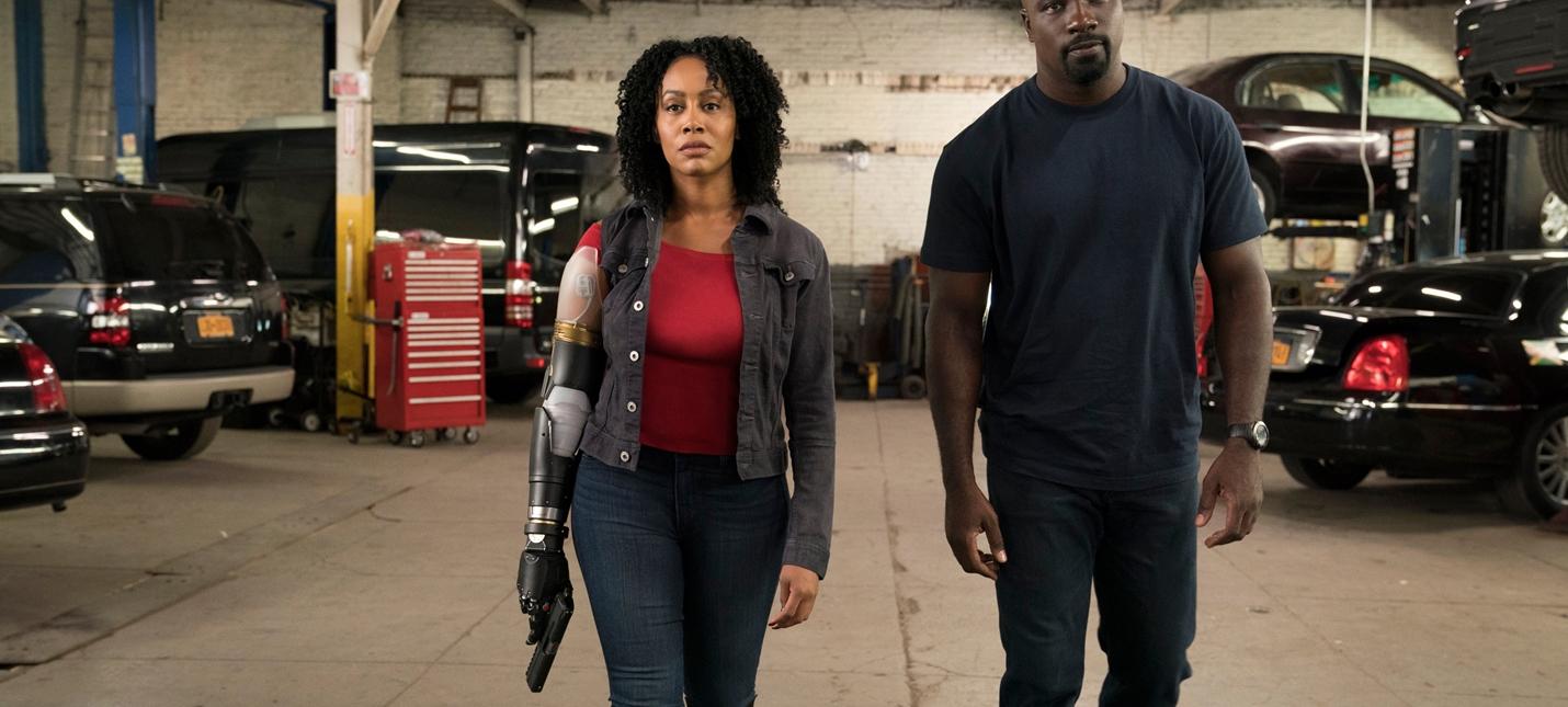 Мисти Найт с протезом руки на первом кадре второго сезона Luke Cage