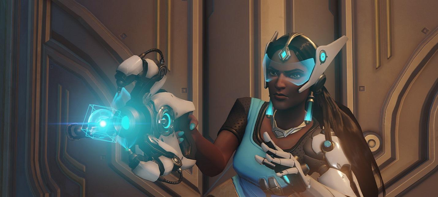 Геймер использует мышь Razer Naga для игры в Overwatch одной рукой