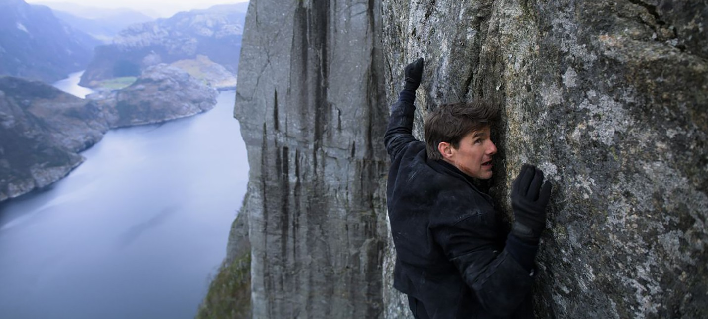 """Открытый показ новой """"Миссии невыполнима"""" прошёл на 600-метровой скале"""