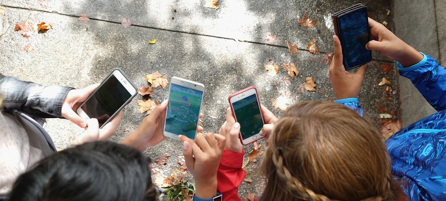 Власти Японии считают, что смартфоны вредят зрению детей