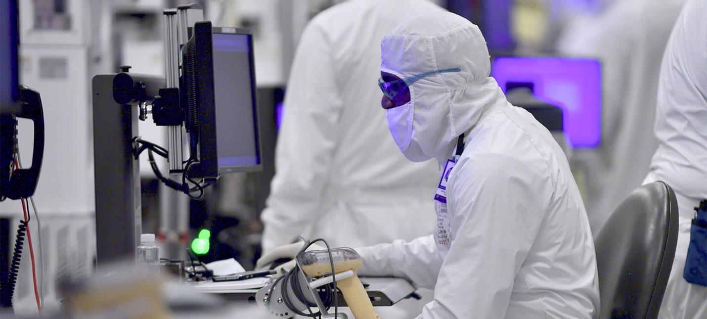Intel вкладывает более миллиарда долларов в расширение производства и 7нм техпроцесс