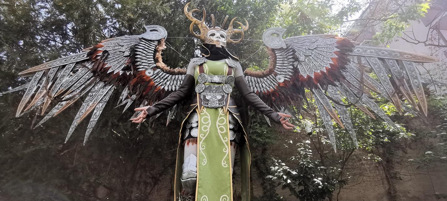 Детальный косплей Валькирии из God of War