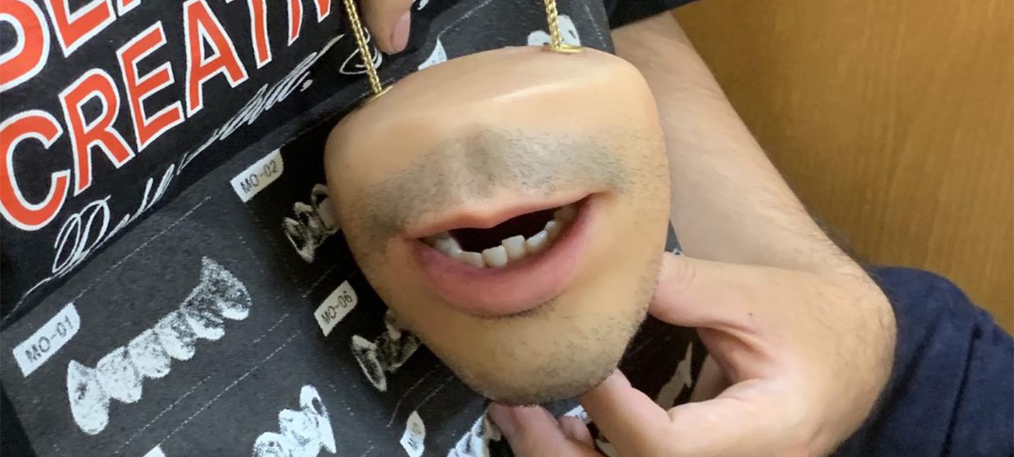В это реалистичное искусственное лицо можно складывать мелочь