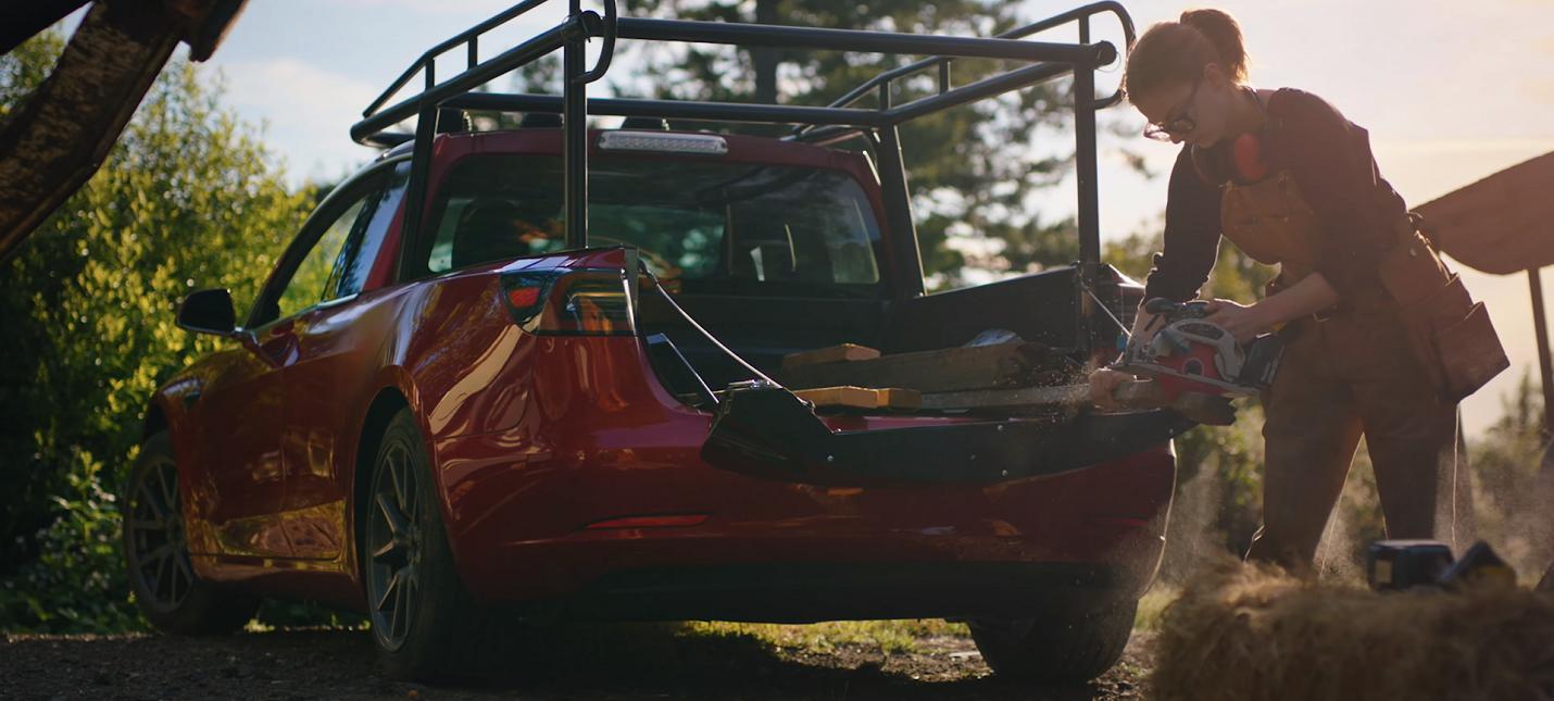 Девушка сделала из Tesla пикап и назвала его Truckla