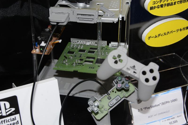 Посмотрите, как выглядят миниатюрные консоли Sega Saturn и PlayStation масштабом 2:5