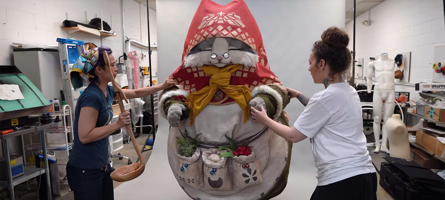 Создание этого гигантского кошачьего костюма из Monster Hunter World потребовало участия 12 человек