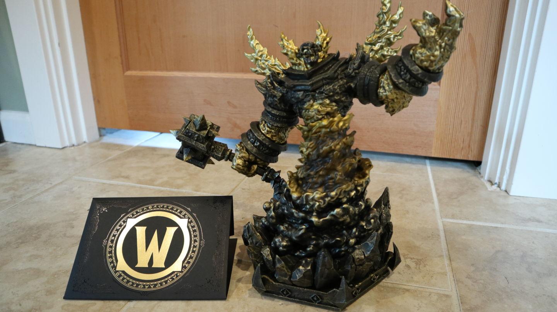 Детальный взгляд на золотого Рагнароса из юбилейного издания World of Warcraft