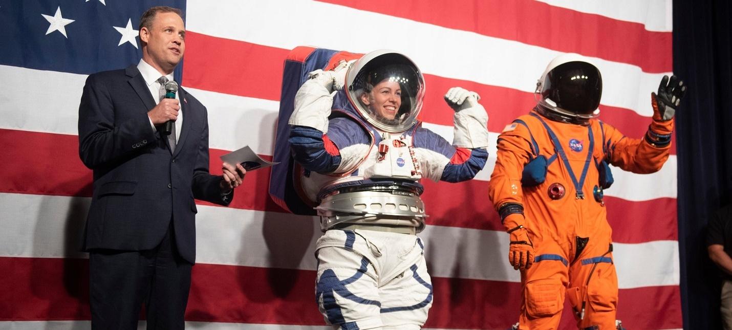 NASA представило новые скафандры для полетов на Луну
