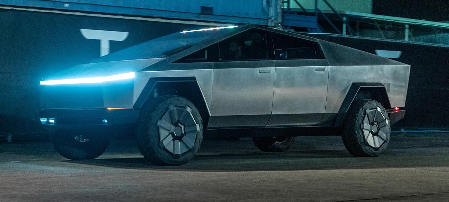Илон Маск уже прокатился на Cybertruck по Лос-Анджелесу