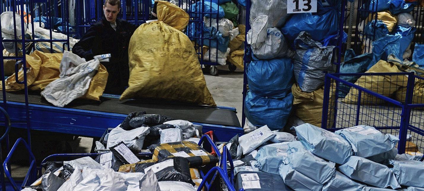 Минфин РФ предложил снизить порог беспошлинного ввоза товаров до 20 евро и Медведев поддержал идею