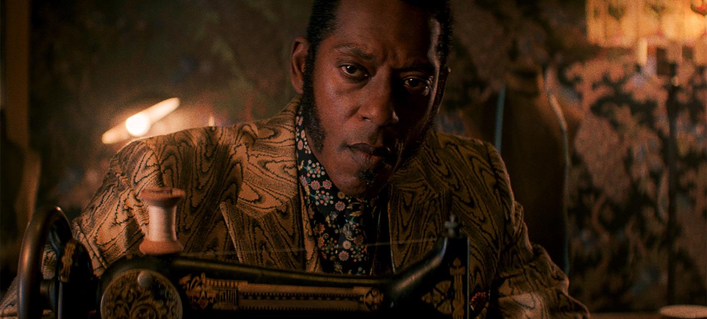 """Создатель """"Американских богов"""" прокомментировал увольнение Орландо Джонса с роли Мистера Нэнси"""