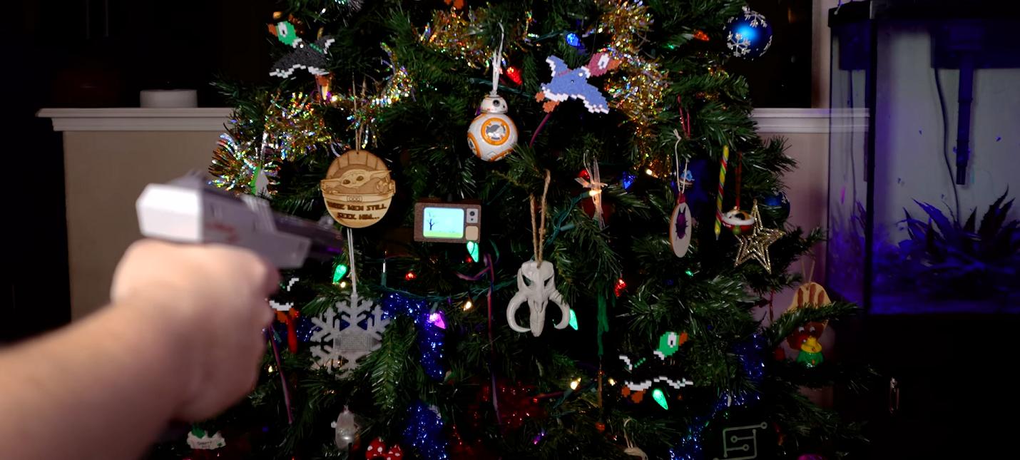 Энтузиаст перенес Duck Hunt на новогоднюю елку
