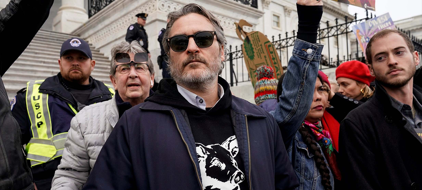 Полиция арестовала Хоакина Феникса за участие в климатическом протесте