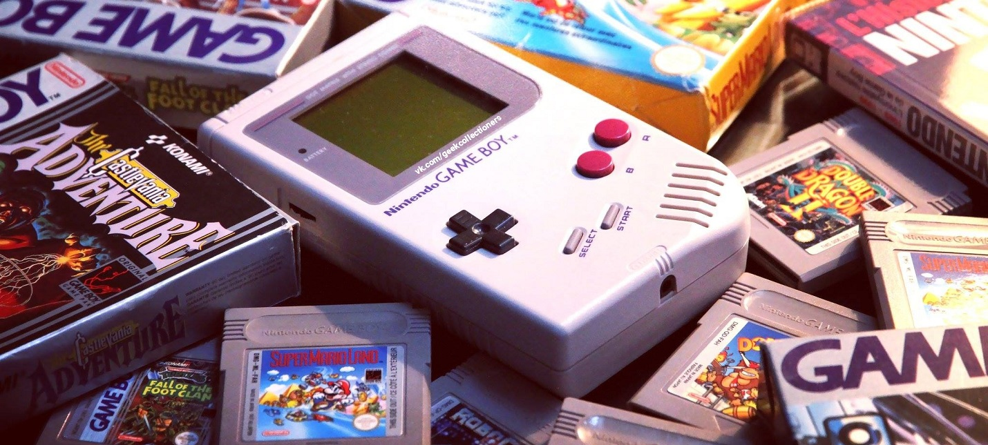 Дизайнер сделал эксклюзивный Game Boy из застывшей смолы
