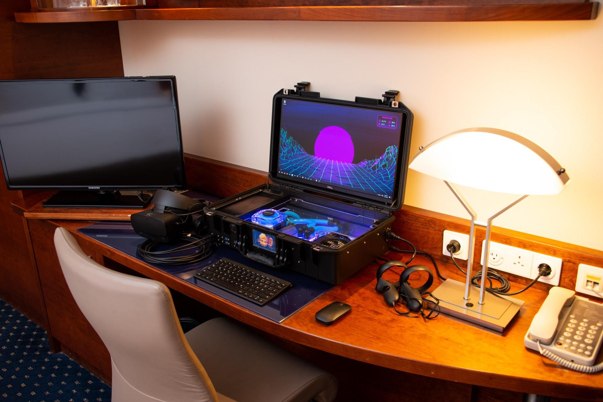 Энтузиаст собрал переносной игровой PC со встроенным в кейс монитором