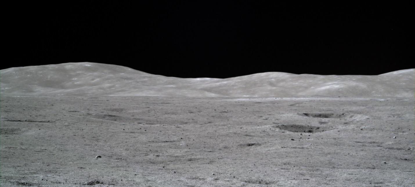 Китай показал фотографии темной стороны Луны