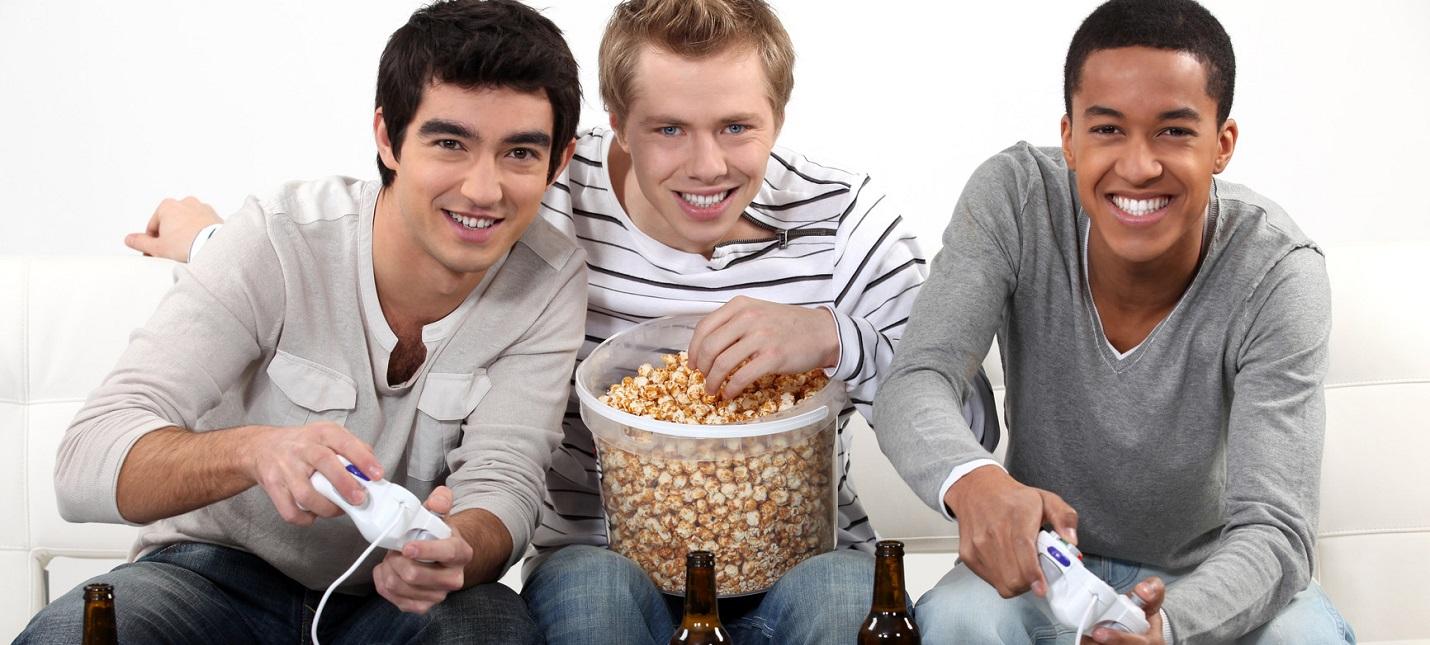 Исследование: 84% геймеров едят или пьют во время игр