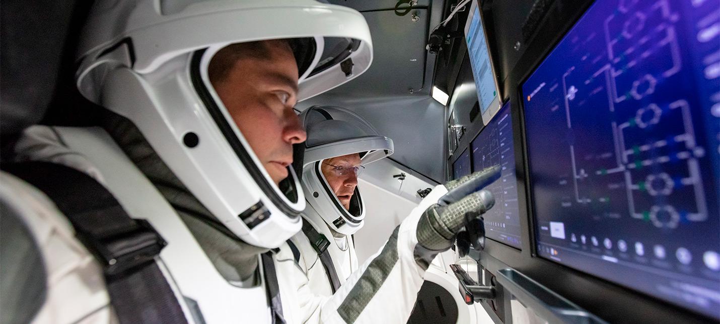 Прямой эфир возвращения капсулы SpaceX Crew Dragon с астронавтами на борту