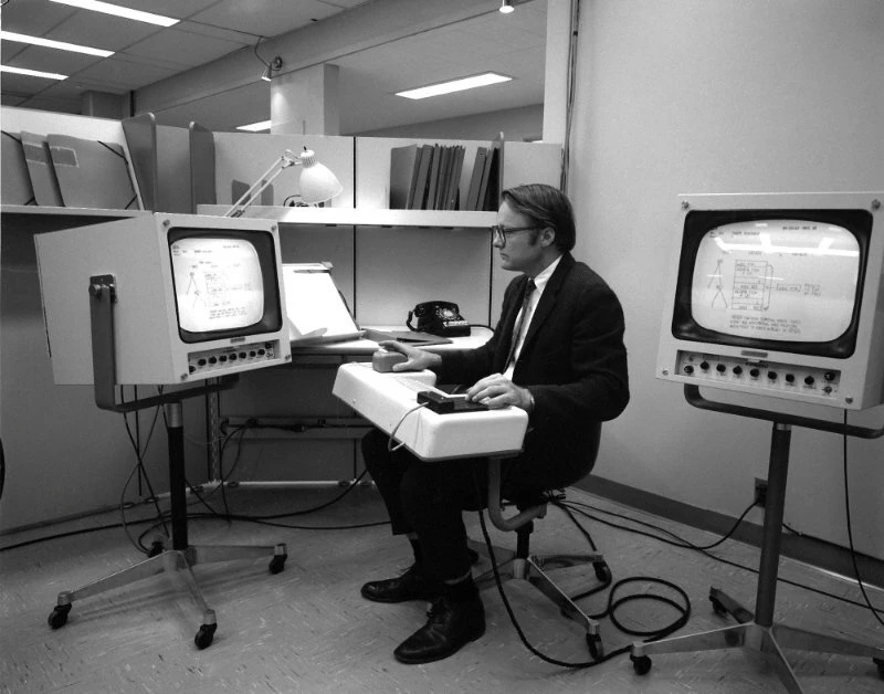 Умер один из создателей компьютерной мыши Уильям Инглиш
