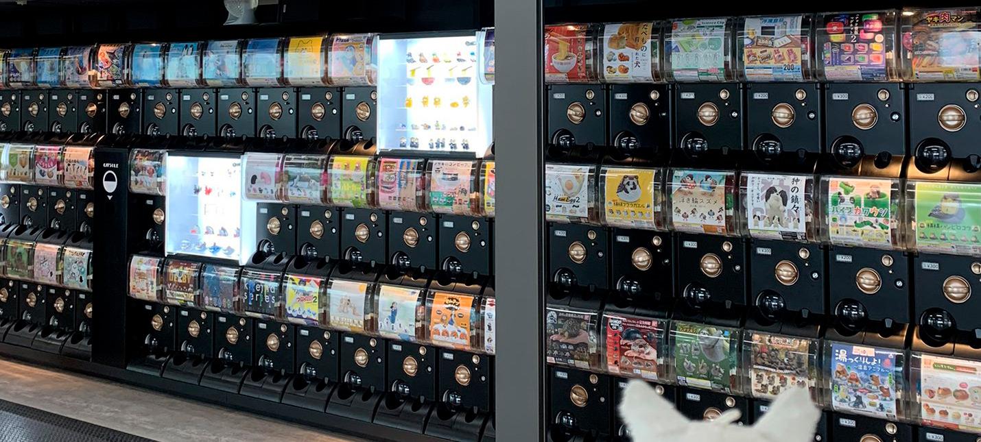 На одной из станций метро Токио установлено более 150 автоматов с реальными лутбоксами