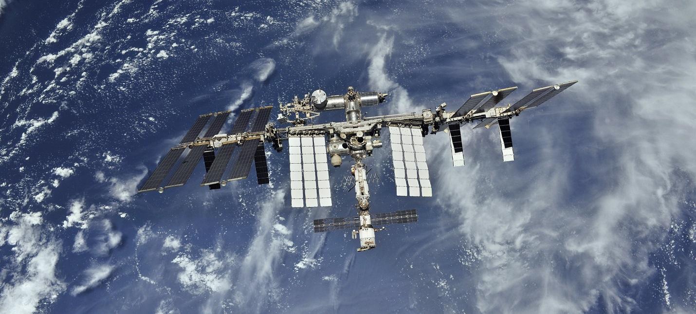 Весь экипаж МКС укрылся в российской части станции из-за утечки воздуха