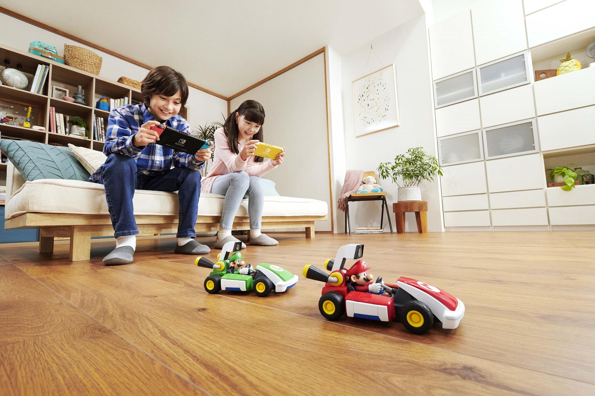Четыре игрушечных автомобиля и консоли Switch — трейлер AR-игры Mario Kart Live