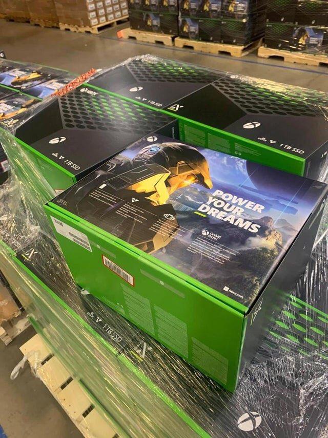 """Распаковка и первые """"живые"""" фотографии коробки Xbox Series X"""
