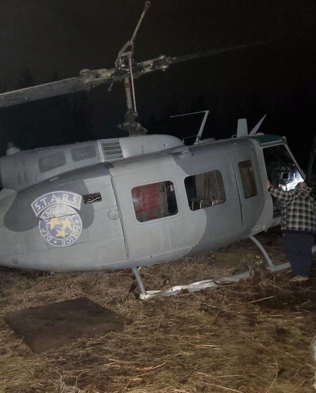 Вертолет S.T.A.R.S. и особняк Спенсера на новых фото декораций фильма Resident Evil