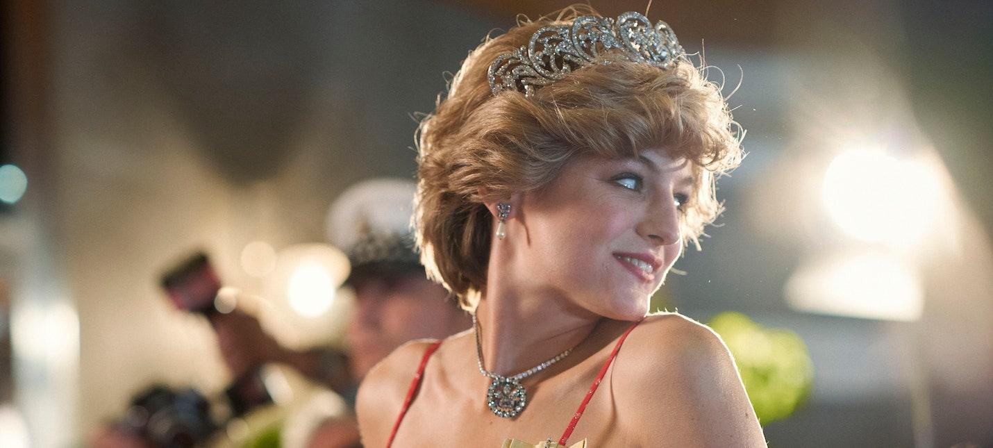 Британский министр культуры Netflix стоит сделать отметку, что сериал Корона  художественный вымысел