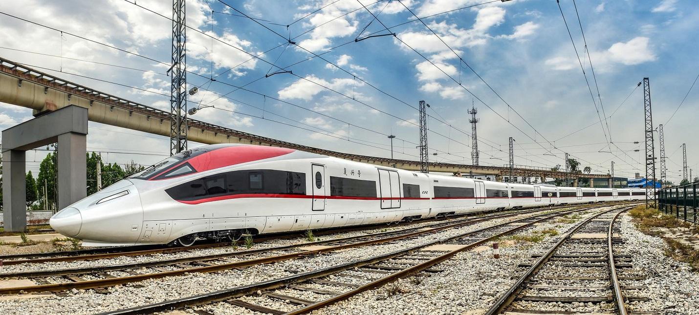 В Китае представили первый грузовой поезд, разгоняющийся до 350 кмч