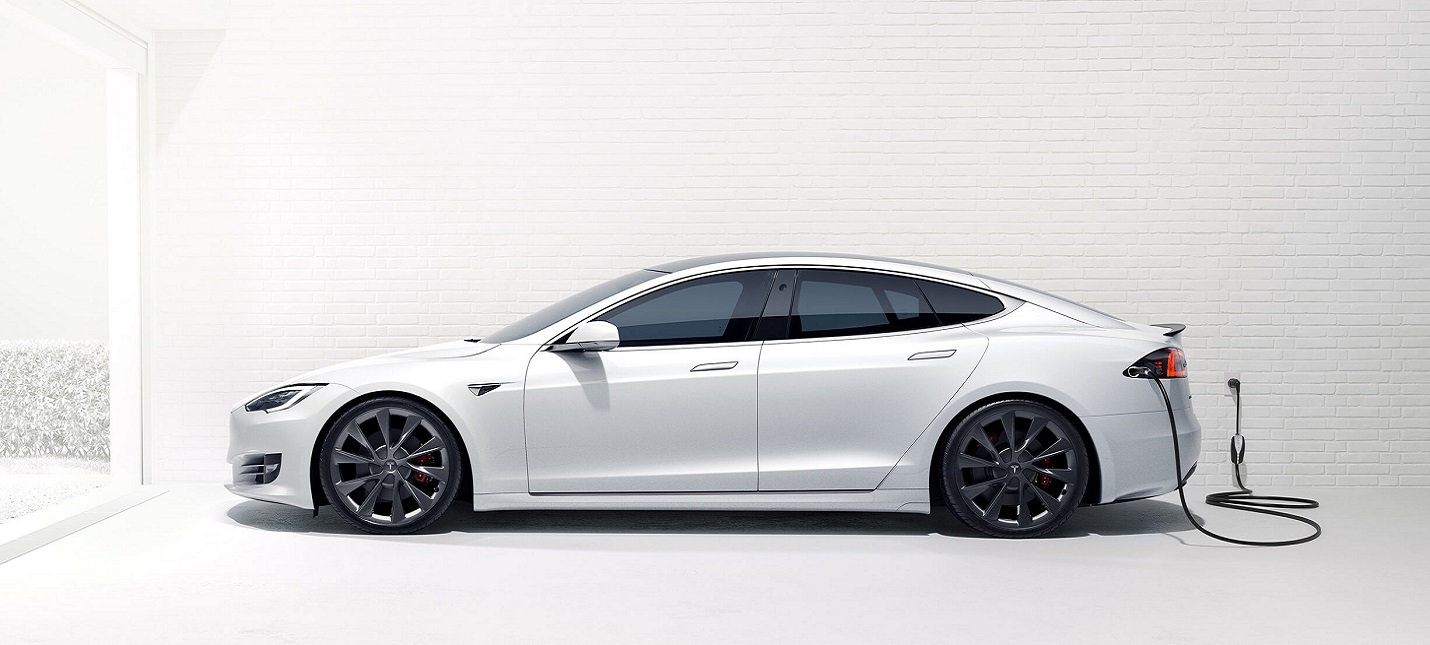 Апдейт для Tesla позволяет использовать электрокар в качестве бумбокса