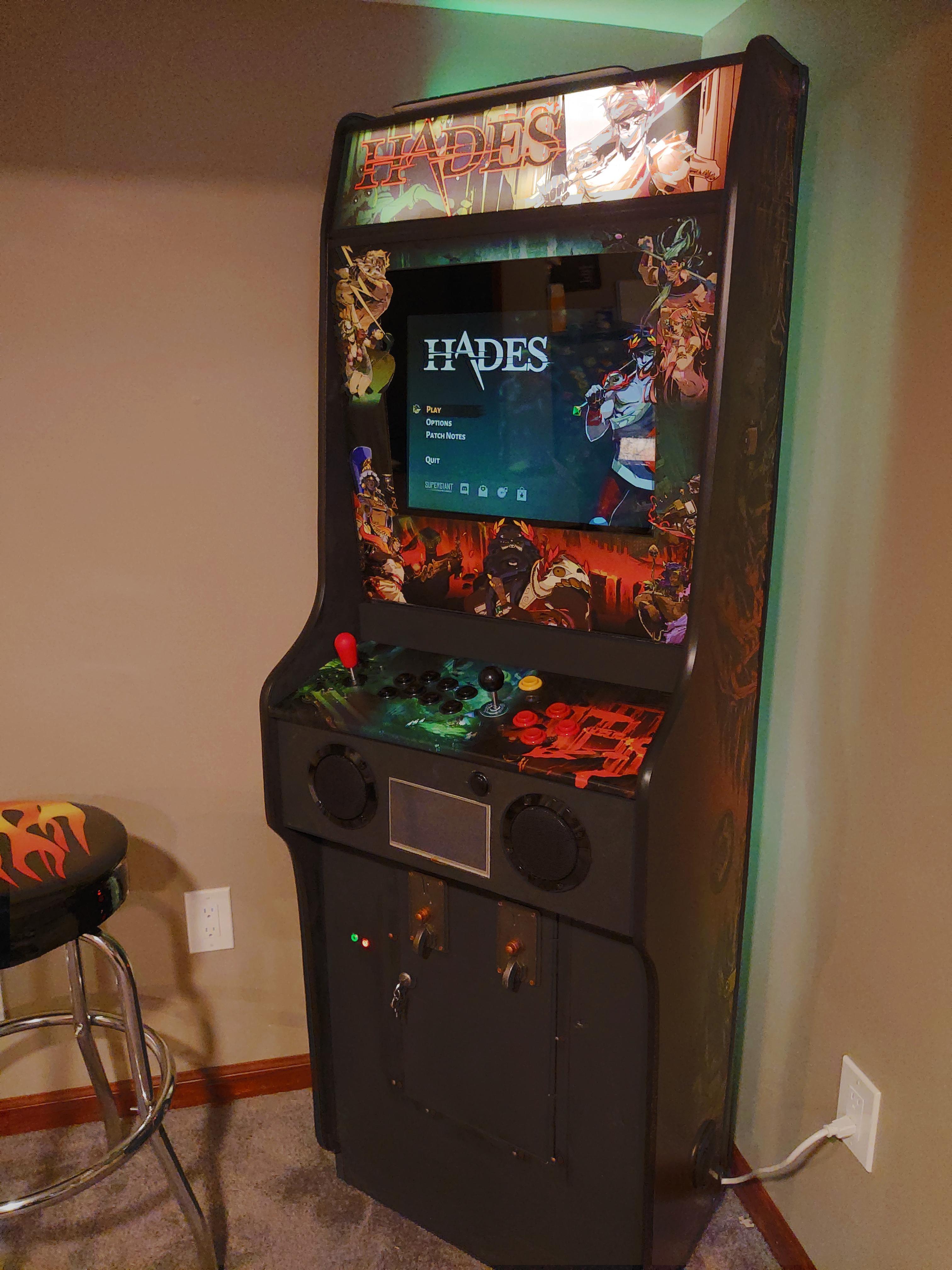 Энтузиаст сделал аркадный автомат для игры в Hades