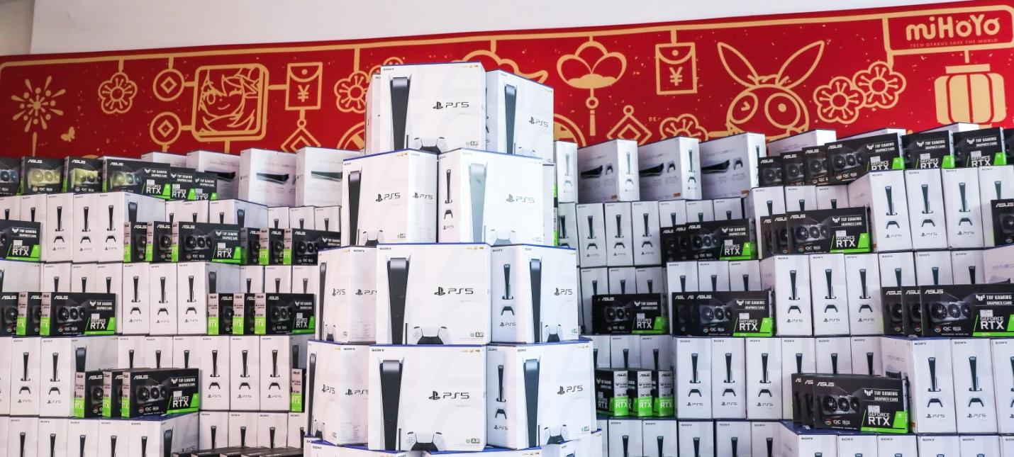 Разработчики Genshin Impact получили сотни PS5, RTX 3070 и iPhone от студии в честь Китайского нового года