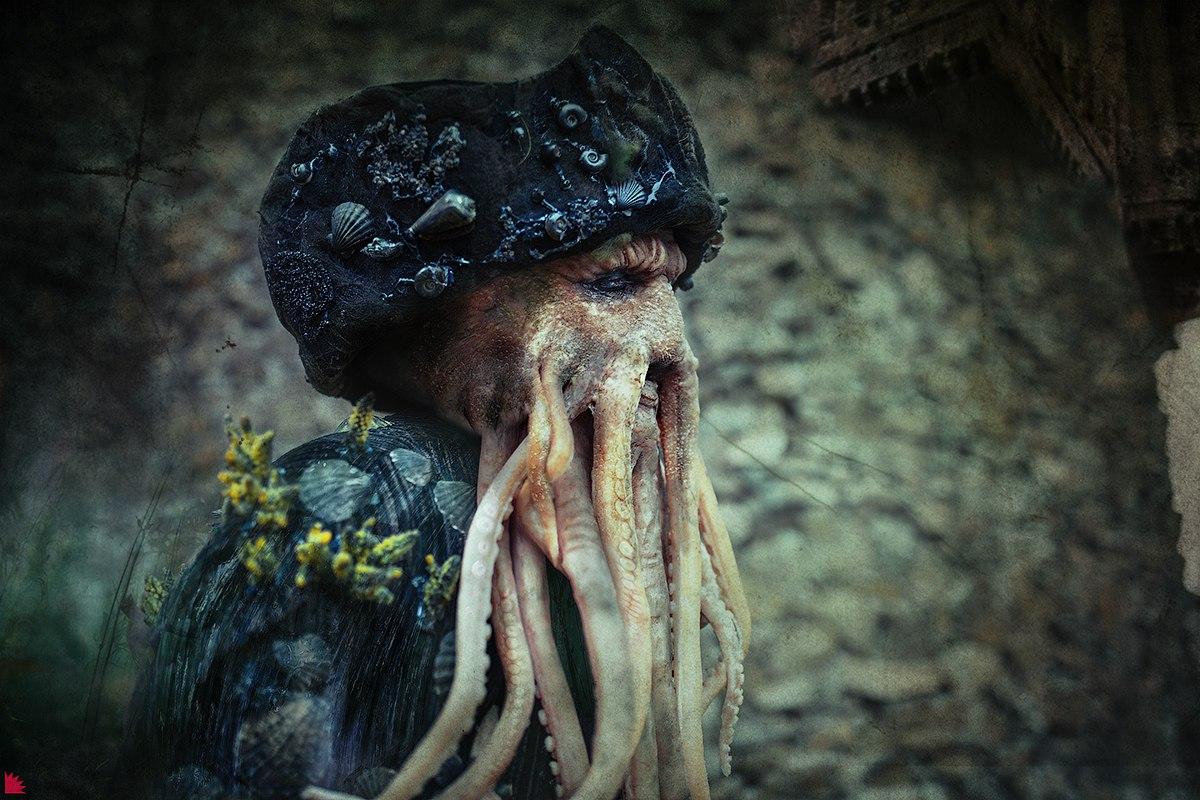 """Пятничный косплей: """"Пираты Карибского моря"""", The Witcher 3, Resident Evil Village и Monster Hunter"""