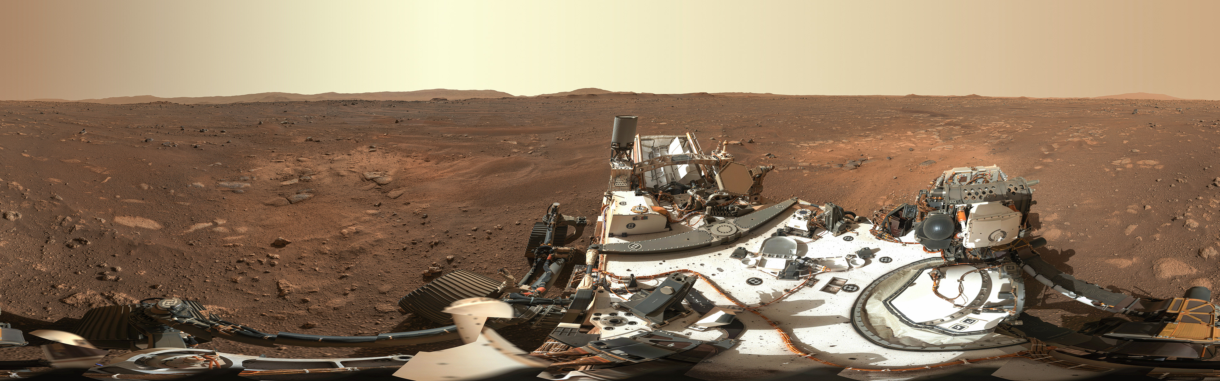 NASA представила первую панораму с Марса, состоящую из 142 фото