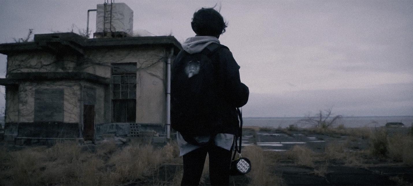 Икуми Накамура ходит по заброшенным домам, рассказывает о болезни и своей инди-студии