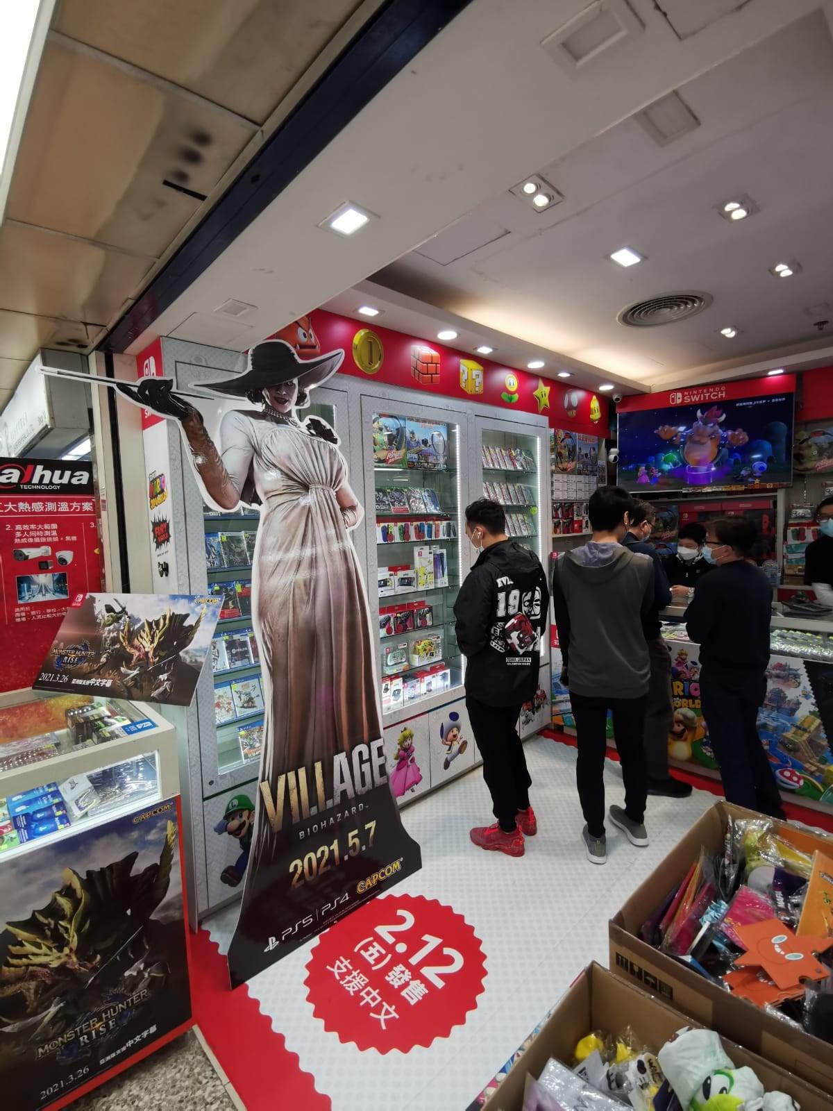Capcom установила полноразмерные стенды с Леди Димитреску в Гонконге