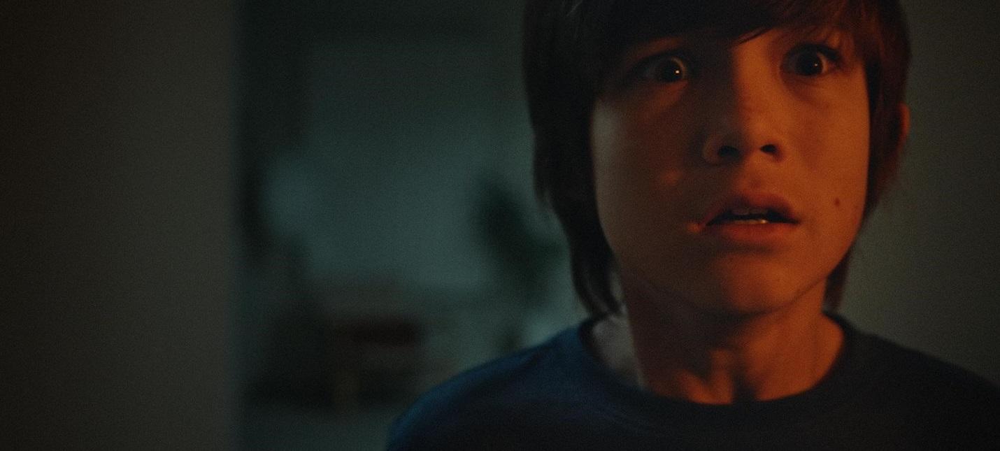 Маленький мальчик против потусторонней сущности в трейлере хоррора Джинн