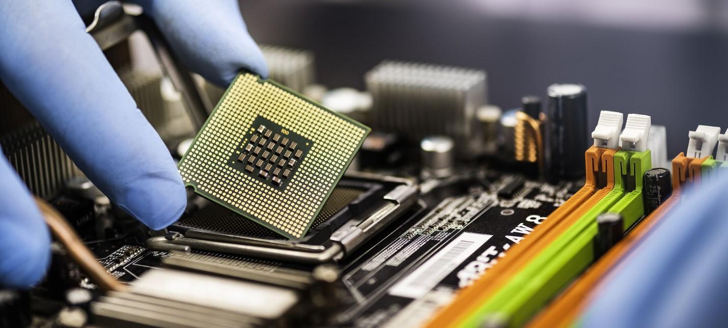 Байден выделил $150 миллионов на борьбу с кризисом производства чипов