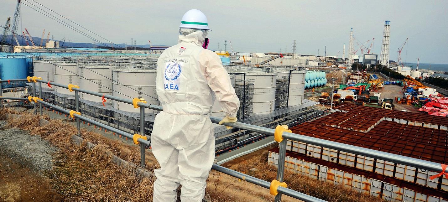 """Япония будет сливать в океан радиоактивную воду с АЭС """"Фукусима-1"""""""