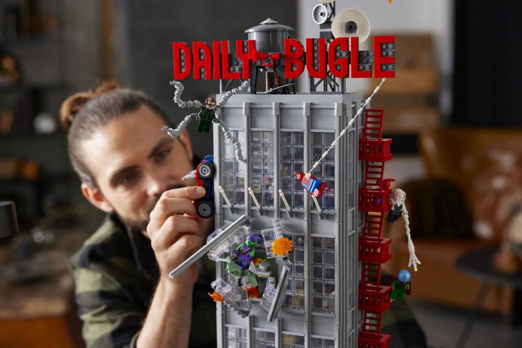 """В LEGO-наборе """"Дейли Бьюгл"""" представлены 25 мини-фигурок"""
