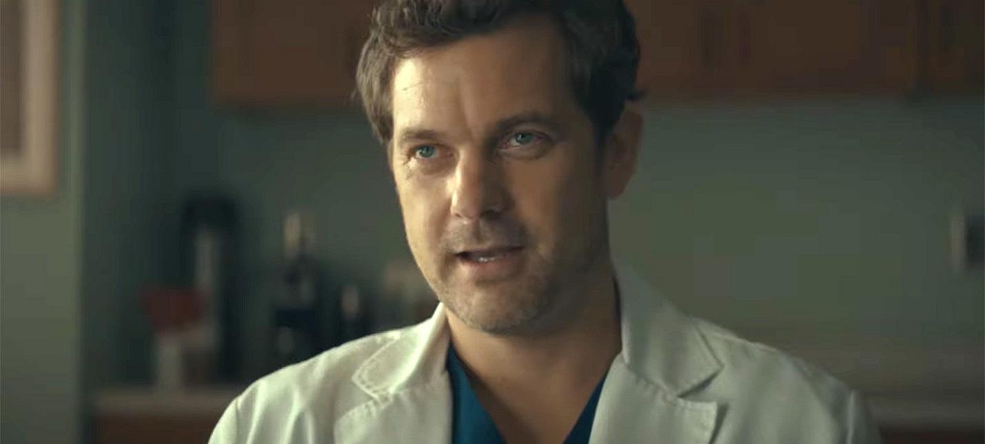 Социопат-убийца в трейлере мини-сериала Доктор Смерть с Кристианом Слэйтером и Алеком Болдуином