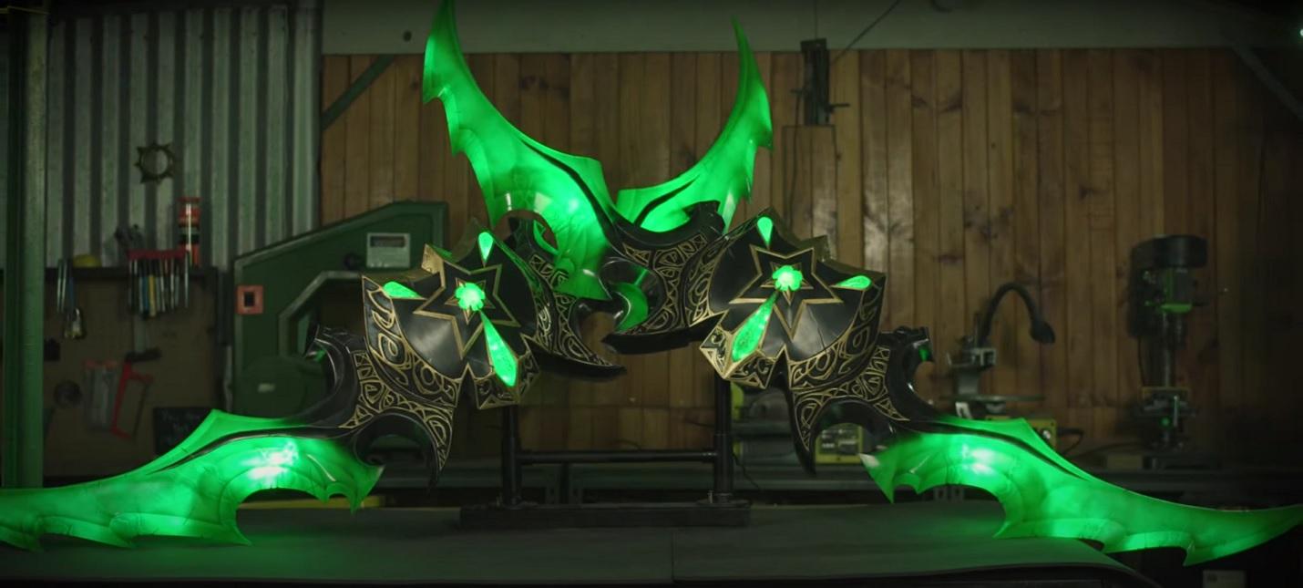 Blizzard заказала в свой офис двухметровые позолоченные клинки Иллидана