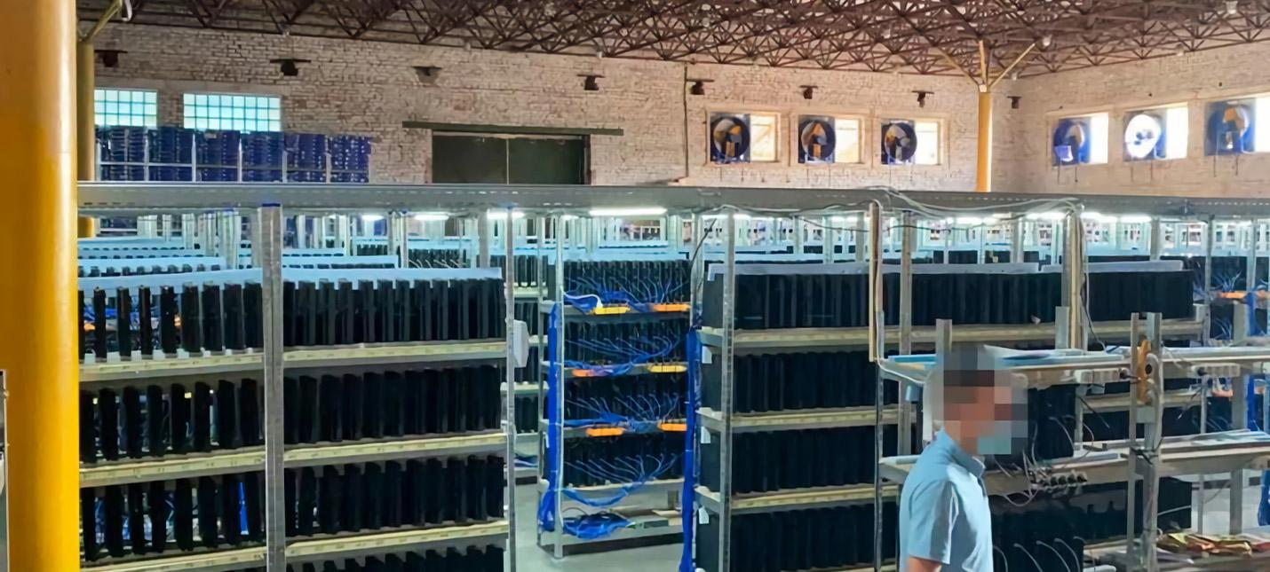 Власти Украины нашли майнинг-ферму с тысячами PS4 Pro
