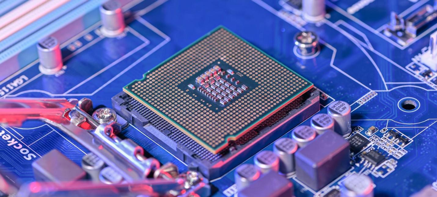 Президент STMicroelectronics: Кризис чипов продлится до середины 2023 года